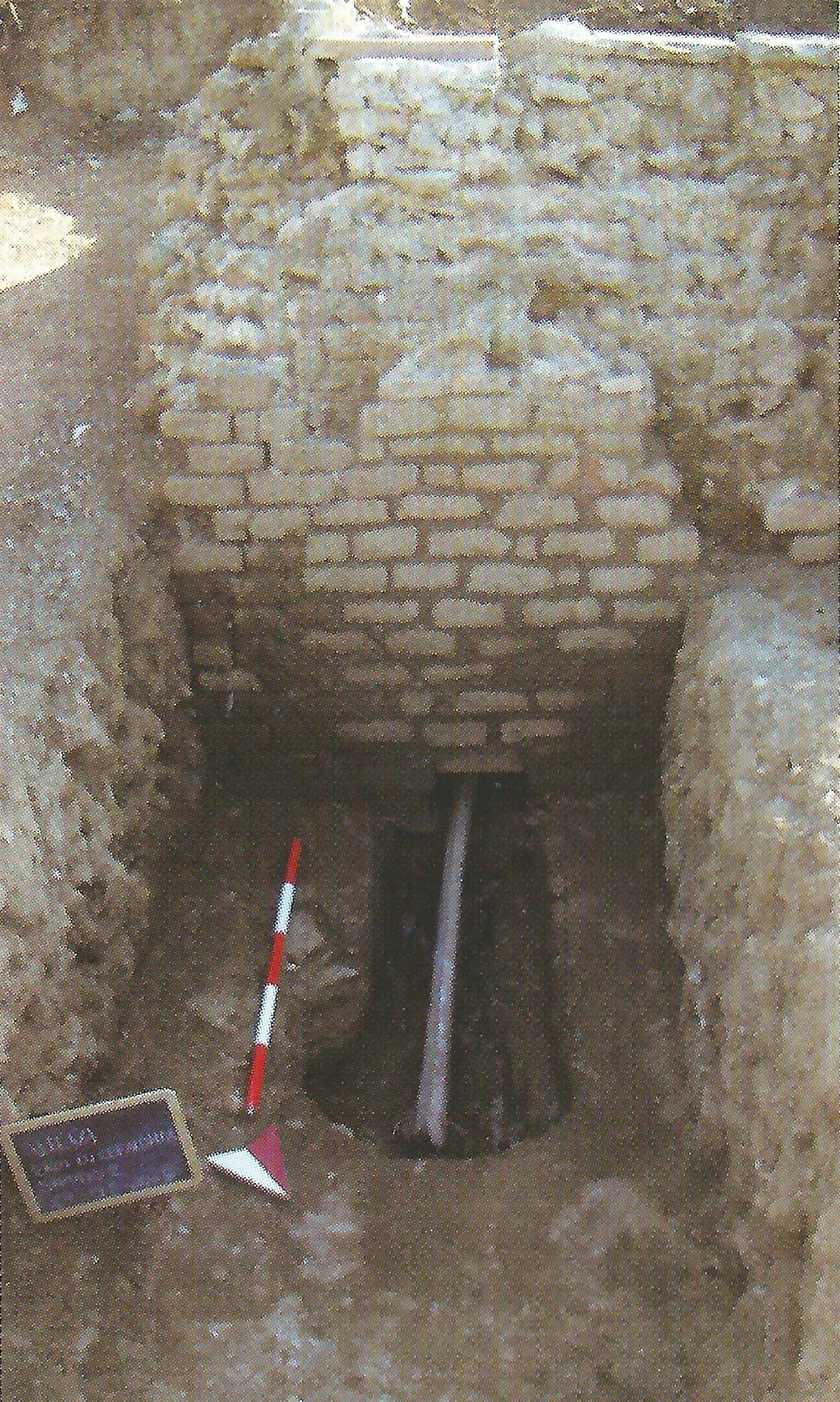Cisterna con conduttura idrica in piombo